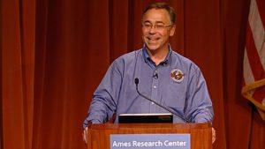 Il Dott. Harold White, della NASA. Credits: youtube.com